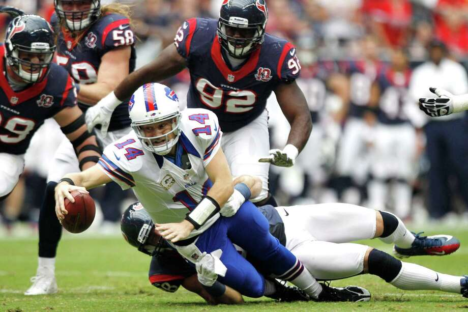 Texans outside linebacker Connor Barwin (98) stops Bills quarterback Ryan Fitzpatrick (14) as he tries to scramble out of the pocket during the second quarter. Photo: Brett Coomer, Houston Chronicle / © 2012  Houston Chronicle