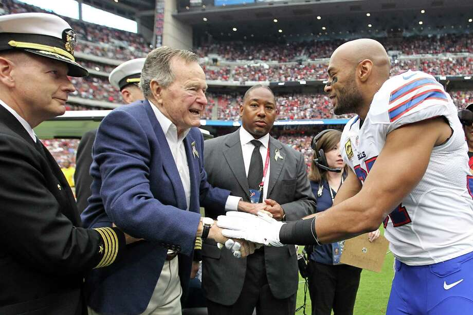 Former President George H.W. Bush  shakes hands with Buffalo Bills strong safety George Wilson before the coin toss. Photo: Karen Warren, Houston Chronicle / © 2012  Houston Chronicle