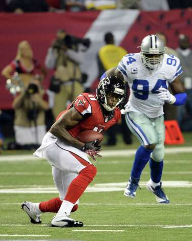 Atlanta Falcons wide receiver Julio Jones (11) makes a catch during the first half of an NFL football game Sunday, Nov. 4, 2012, in Atlanta. (AP Photo/Rich Addicks) Photo: Rich Addicks, Associated Press / FR170246 AP