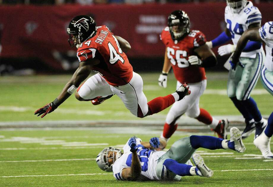 Atlanta Falcons fullback Jason Snelling (44) is stopped by Dallas Cowboys cornerback Orlando Scandrick (32) during the first half of an NFL football game, Sunday, Nov. 4, 2012, in Atlanta. (AP Photo/David Tulis) Photo: David Tulis, Associated Press / FR170493 AP
