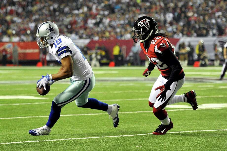 Dallas Cowboys wide receiver Miles Austin (19) makes a catch as Atlanta Falcons cornerback Asante Samuel (22) defends during the first half of an NFL football game, Sunday, Nov. 4, 2012, in Atlanta. (AP Photo/Rich Addicks) Photo: Rich Addicks, Associated Press / FR170246 AP