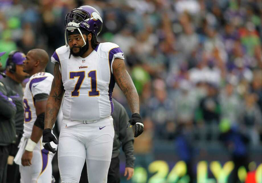 Minnesota Vikings' Phil Loadholt on the sidelines against the Seattle Seahawks in the first half of an NFL football game, Sunday, Nov. 4, 2012, in Seattle. Photo: AP