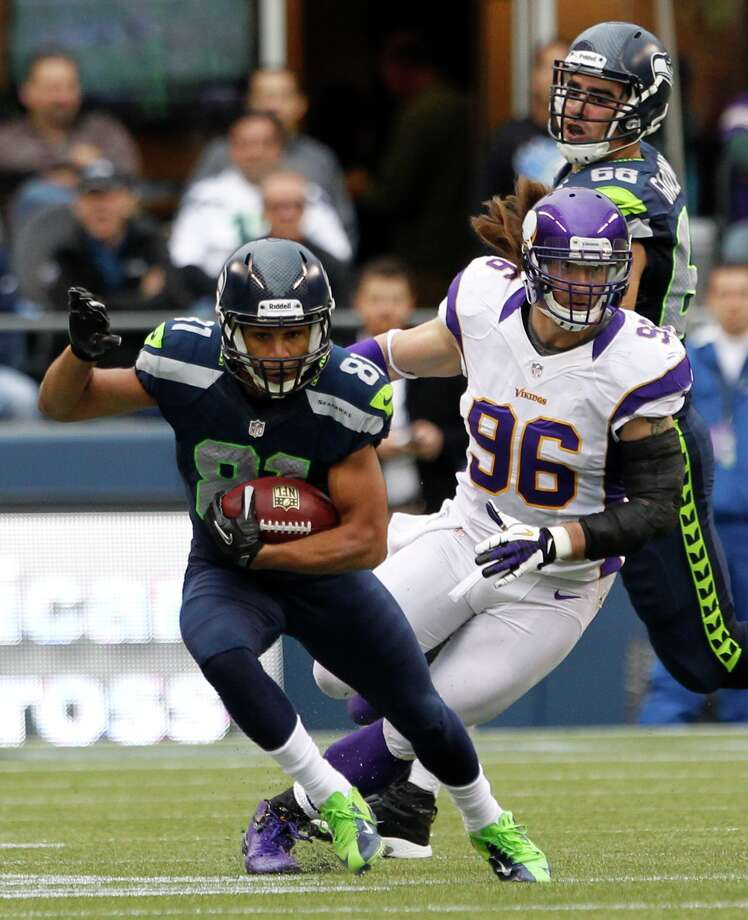 Seattle Seahawks' Golden Tate (81) runs the ball ahead of Minnesota Vikings' Brian Robison (96) and Seattle Seahawks' Breno Giacomini (68) in the second half of an NFL football game, Sunday, Nov. 4, 2012, in Seattle. Photo: AP