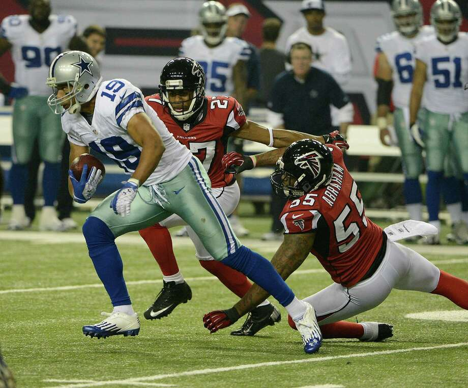 Dallas Cowboys wide receiver Miles Austin (19) gets away from Atlanta Falcons defensive back Robert McClain (27) and Atlanta Falcons defensive end John Abraham (55) during the first half of an NFL football game Sunday, Nov. 4, 2012, in Atlanta. (AP Photo/Rich Addicks) Photo: Rich Addicks, Associated Press / FR170246 AP