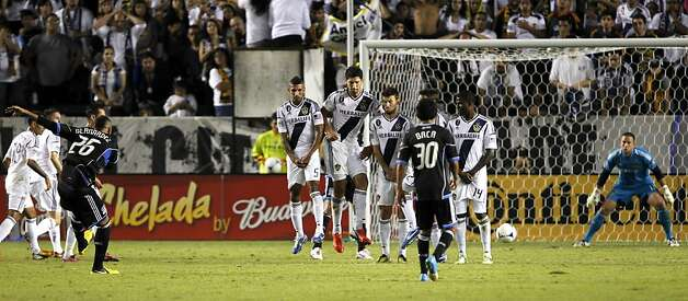 San Jose Earthquakes defender Victor Bernardez (26), of Honduras, free kick gets through the Los Angeles Galaxy defense wall and goalkeeper Josh Saunders, right, for a goal during the extra time of the second half of their MLS playoff soccer match, Sunday, Nov. 4, 2012, in Carson, Calif. The Earthquakes won 1-0. (AP Photo/Alex Gallardo) Photo: Alex Gallardo, Associated Press