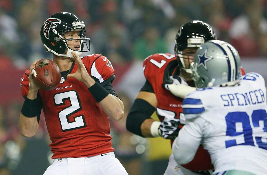 Matt Ryan #2 of the Atlanta Falcons steps back in the pocket against the Dallas Cowboys at Georgia Dome on November 4, 2012 in Atlanta, Georgia. Photo: Kevin C. Cox, Getty Images / 2012 Getty Images