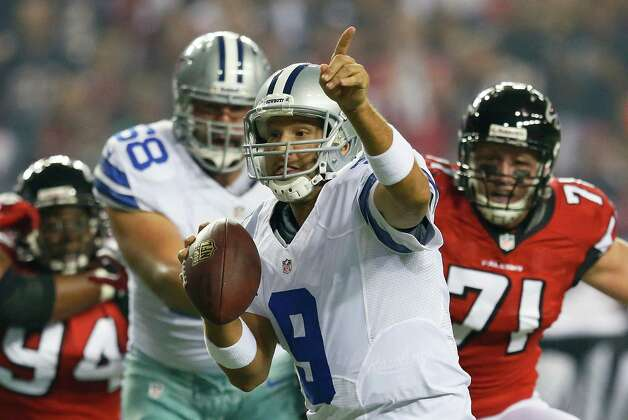Tony Romo #9 of the Dallas Cowboys points to his receiver in the end zone against the Atlanta Falcons at Georgia Dome on November 4, 2012 in Atlanta, Georgia. Photo: Kevin C. Cox, Getty Images / 2012 Getty Images