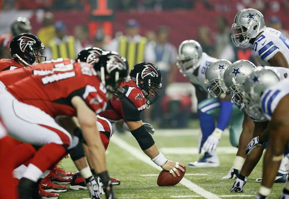 Matt Ryan #2 of the Atlanta Falcons lines up his offense against the Dallas Cowboys defense at Georgia Dome on November 4, 2012 in Atlanta, Georgia. Photo: Kevin C. Cox, Getty Images / 2012 Getty Images