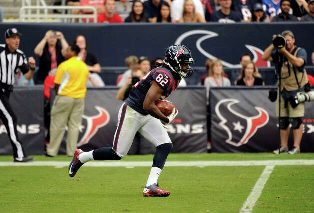Houston Texans wide receiver Keshawn Martin (82) returns a kick in the third quarter of an NFL football game against the Buffalo Bills Sunday, Nov. 4, 2012, in Houston. (AP Photo/Dave Einsel) Photo: Dave Einsel, Associated Press / FR43584 AP