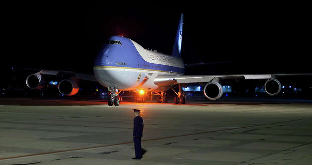 Air Force One taxis as President Barack Obama arrives early morning to Madison, Wis., Monday, Nov. 5, 2012, for a campaign stop. Photo: AP