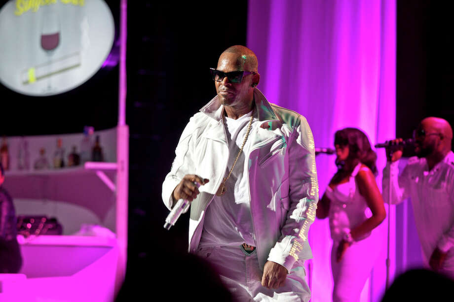 R. Kelly: Paramount Theater, Oakland, 11/01/12 Photo: Grady Brannan, Butchershop Creative / Butchershop Creative Archive all rights reserved
