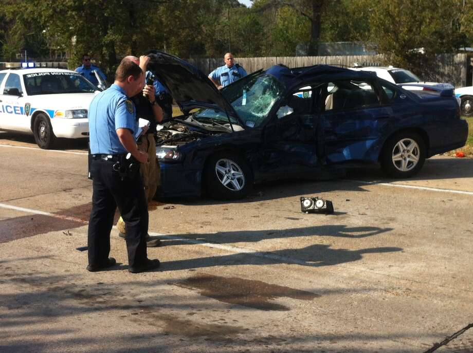 Police investigate the scene of a fatal accident in the 2200 block of West Tidwell. Photo: Cody Duty, Houston Chronicle