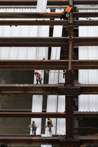 Workers tackle part of the BRAC construction at Brooke Army Medical Center on Tuesday, Oct. 6, 2009. The construction site employs over 2,000 workers on a daily basis. JERRY LARA\glara@express-news.net Photo: JERRY LARA, San Antonio Express-News / glara@express-news.net