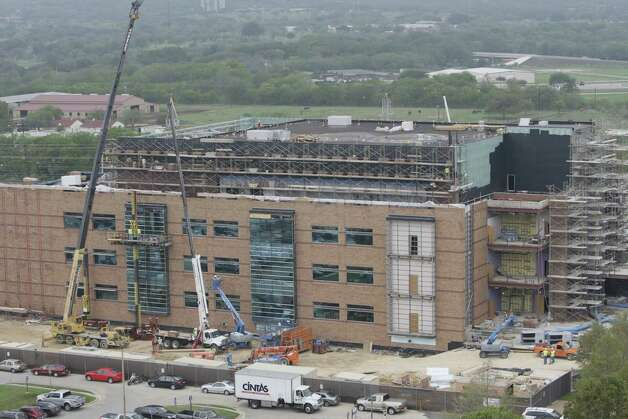 BRAC construction at Fort Sam Houston in 2009: More than $2 billion in new building projects at the post came from the decision to consolidate. Photo: JERRY LARA, SAN ANTONIO EXPRESS-NEWS / glara@express-news.net