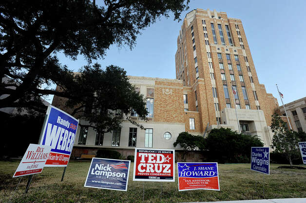 Election signs line the yard in front of the Jefferson County Courthouse on Monday. Photo taken Monday, November 06, 2012 Guiseppe Barranco/The Enterprise Photo: Guiseppe Barranco, STAFF PHOTOGRAPHER / The Beaumont Enterprise