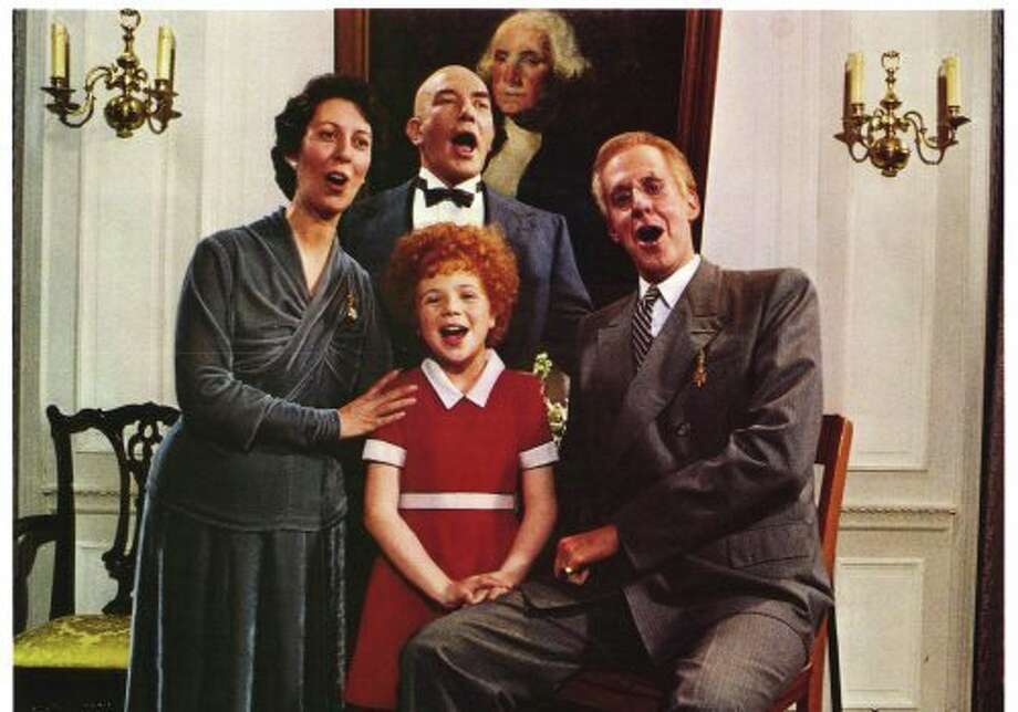 "Edward Herrmann as Franklin D. Roosevelt in ""Annie"" (with Lois De Banzie, Albert Finney and Aileen Quinn)"