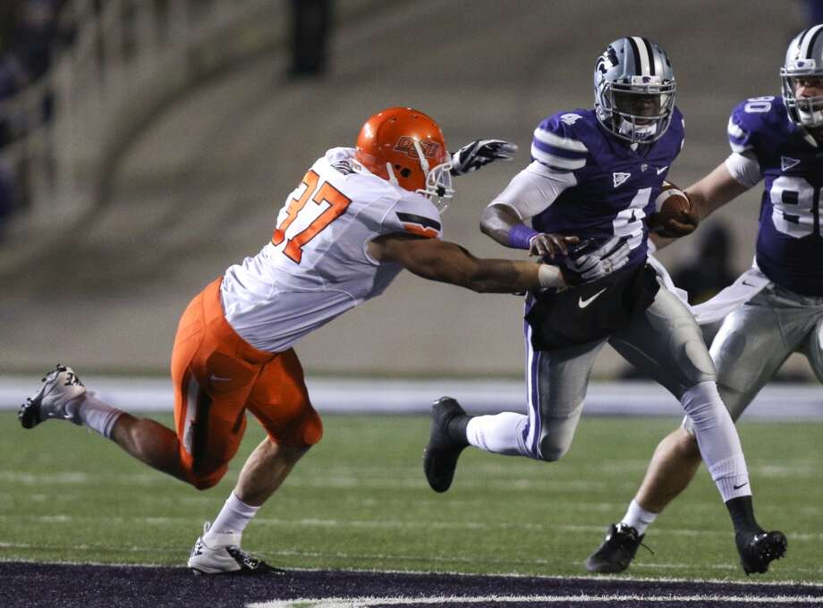 Quarterback Daniel Sams #4 of the Kansas State Wildcats looks for some running space against Alex Elkins #37 of the Oklahoma State Cowboys in the third quarter at Bill Snyder Family Football Stadium on November 3, 2012 in Manhattan, Kansas. (Ed Zurga/Getty Images) (Getty Images)