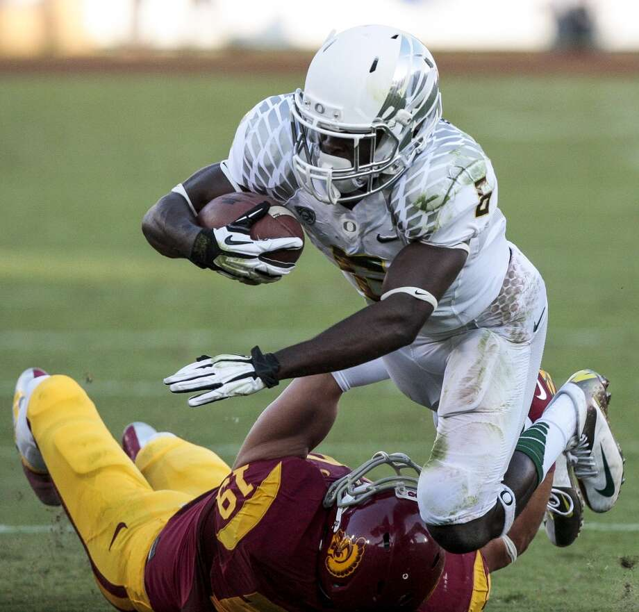 Oregon running back De'Anthony Thomas (6) is tackled by Southern California safety Drew McAllister (19) during the first half of an NCAA college football game, Saturday, Nov. 3, 2012, in Los Angeles. Oregon won 62-51. (AP Photo/Bret Hartman) (Associated Press)