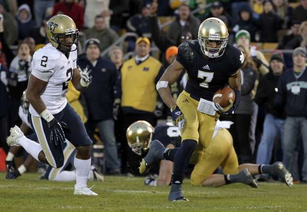 Notre Dame wide receiver TJ Jones (7) gets past Pittsburgh defensive back K'Waun Williams on his way to a touchdown during the second half of an NCAA college football game in South Bend, Ind., Saturday, Nov. 3, 2012. Notre Dame defeated Pittsburgh 29-26 in triple overtime.  (AP Photo/Michael Conroy) (Associated Press)