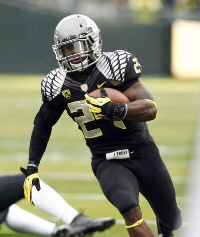 Oregon running back Kenjon Barner runs during the first half of their NCAA college football game against Colorado in Eugene, Ore., Saturday, Oct. 27, 2012.(AP Photo/Don Ryan) (Associated Press)
