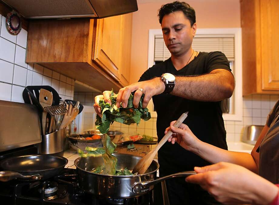 Bhupendra Sheoran, who is originally from India and has Type 2 diabetes, makes dinner with vegetables and lean meats. Photo: Lance Iversen, The Chronicle