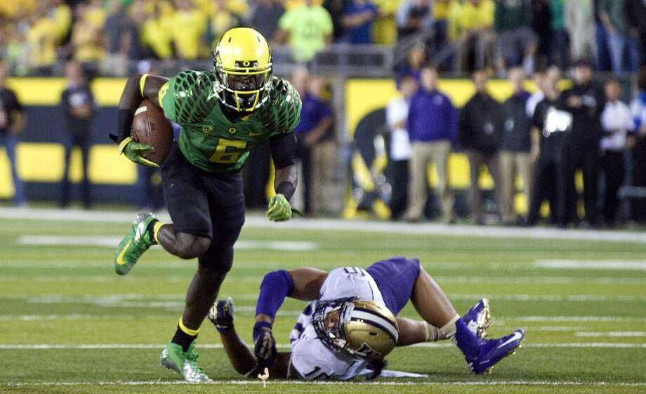 Running back De'Anthony Thomas (6) of the Oregon Ducks heads to the end zone and a touchdown during the first quarter of the game against the Washington Huskies on October 6, 2012 at Autzen Stadium in Eugene, Oregon. Oregon won the game 52-21. (Photo by Steve Dykes/Getty Images) (Getty Images)