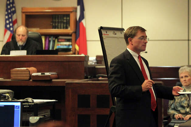 Prosecuting attorney Charles Rich (right) makes final arguments to the jury in a November 2010 trial.  On the left is Judge Sid Harle. JOHN DAVENPORT/jdavenport@express-news.net Photo: JOHN DAVENPORT, Express-News / jdavenport@express-news.net