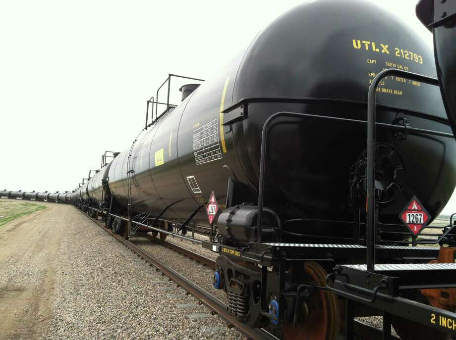 Rangeland Energy's North Dakota hub includes  a crude oil loading terminal that has two 8,700-foot rail loops. It can handle trains with 120 rail cars.