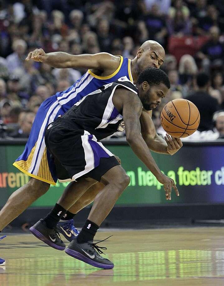 Sacramento Kings guard Aaron Brooks, right, Golden State Warriors guard Jarrett Jack scramble for the ball  during the second half of an NBA basketball game in Sacramento, Calif., Monday, Nov. 5, 2012.  The Kings won 94-92.(AP Photo/Rich Pedroncelli) Photo: Rich Pedroncelli, Associated Press
