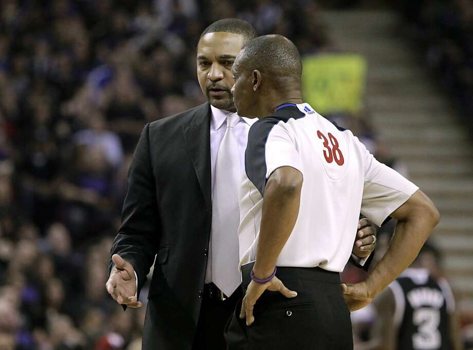 Golden State Warriors head coach Mark Jackson, left, talks with official Michael Smith during the first half of an NBA basketball game against the Sacramento Kings in Sacramento, Calif., Monday, Nov. 5, 2012.  The Kings won 94-92.(AP Photo/Rich Pedroncelli) Photo: Rich Pedroncelli, Associated Press