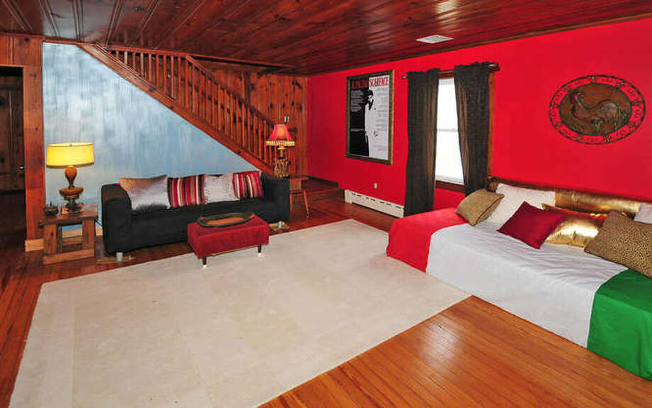 Another Italian touch: The tricolor couch cover. (Michael Loundy/Seaside Realty)
