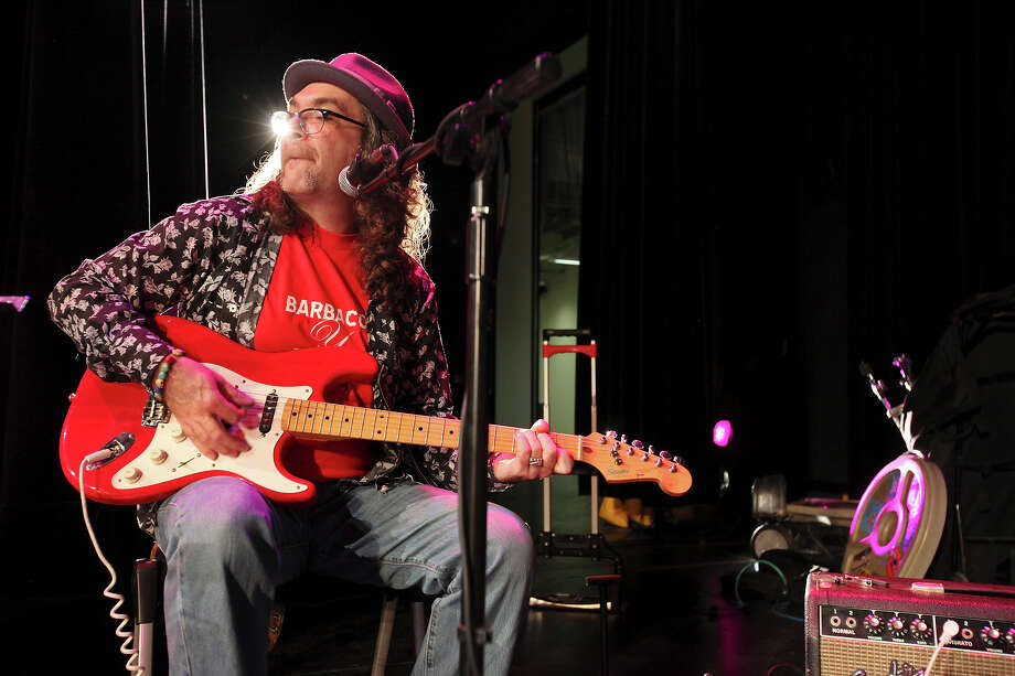 """I like to mix it up,"" True Stories' David Rodriguez says of his happy-hour sets at Olmos Bharmacy. ""I just try to get a good groove to it."" Photo: Edward A. Ornelas, San Antonio Express-News / © SAN ANTONIO EXPRESS-NEWS (NFS)"