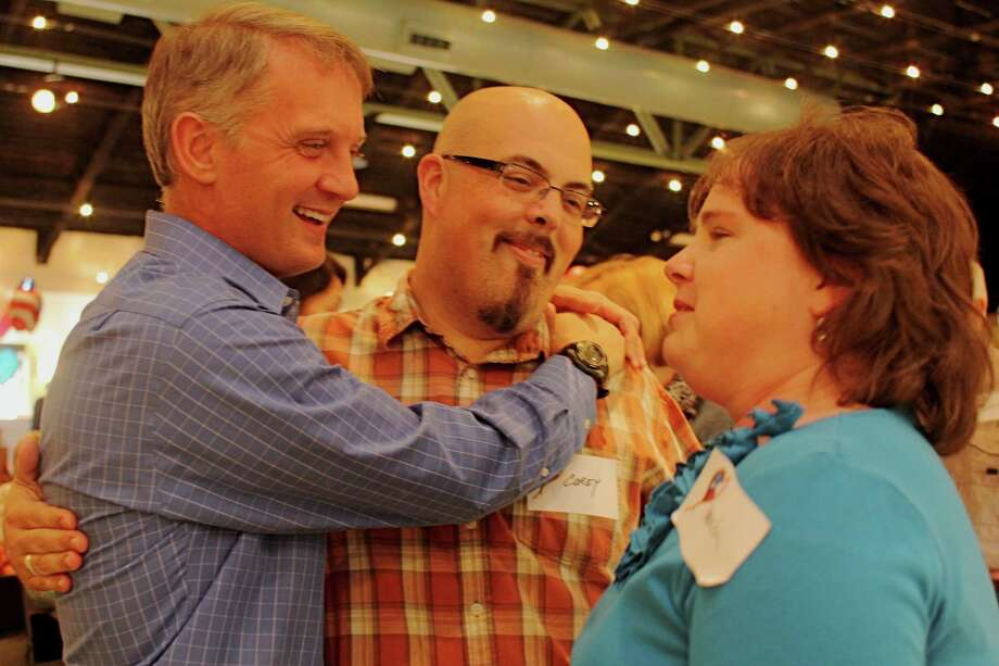 Kingsland Baptist Church Senior Pastor Alex Kennedy, left, says goodbye to Corey and Amanda Laughner at an Oct. 7 farewell reception at the church. The 10-year senior pastor is relocating to Matthews, N.C., to be pastor of Carmel Baptist Church.Kingsland Baptist Church Senior Pastor Alex Kennedy, left, says goodbye to Corey and Amanda Laughner at an Oct. 7 farewell reception at the church. The 10-year senior pastor is relocating to Matthews, N.C., to be pastor of Carmel Baptist Church. Photo: Suzanne Rehak, Freelance Photographer