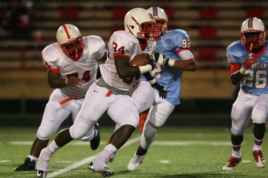 Bellaire running back Denzell Evans charges up the middle for a first down run Friday night during his match up with the Madison Marlins. Photo: Matthew White, Freelance / Freelance