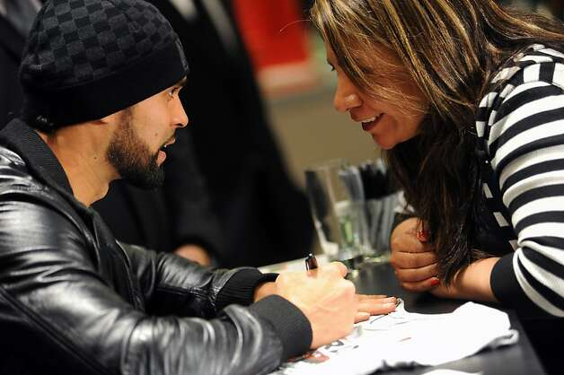 Pagan chats with fans Photo: Michael Short, Special To The Chronicle