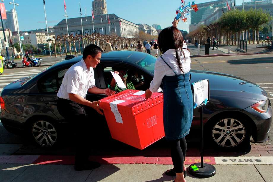 Department of Elections staffers Richard Lagunte and Angelina Marcaida hold up a curbside ballot box for voters driving up to the steps of City Hall in San Francisco, Calif. on Tuesday, Nov. 6, 2012. Photo: Paul Chinn, The Chronicle / ONLINE_YES