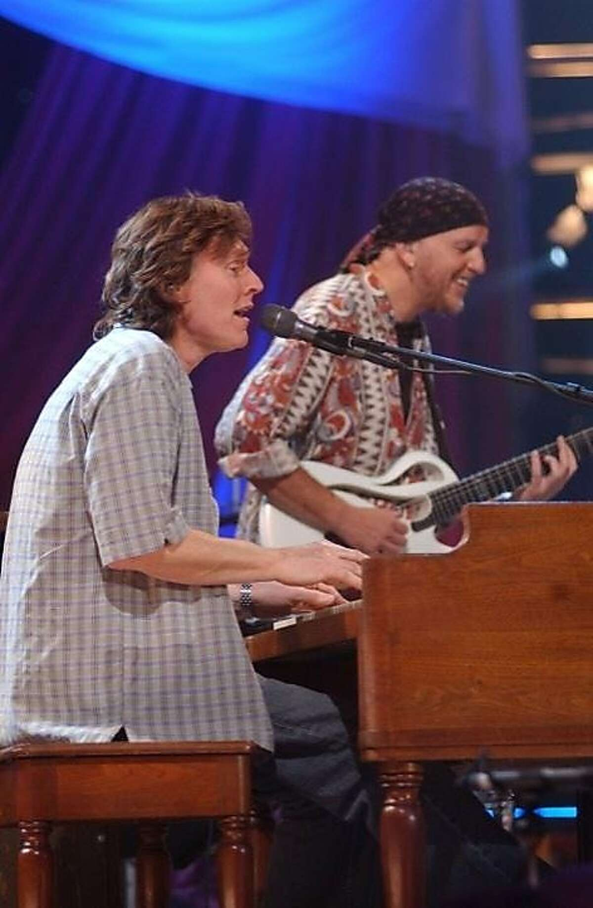 Steve Winwood, at the piano, with Bay Area's Jose Neto