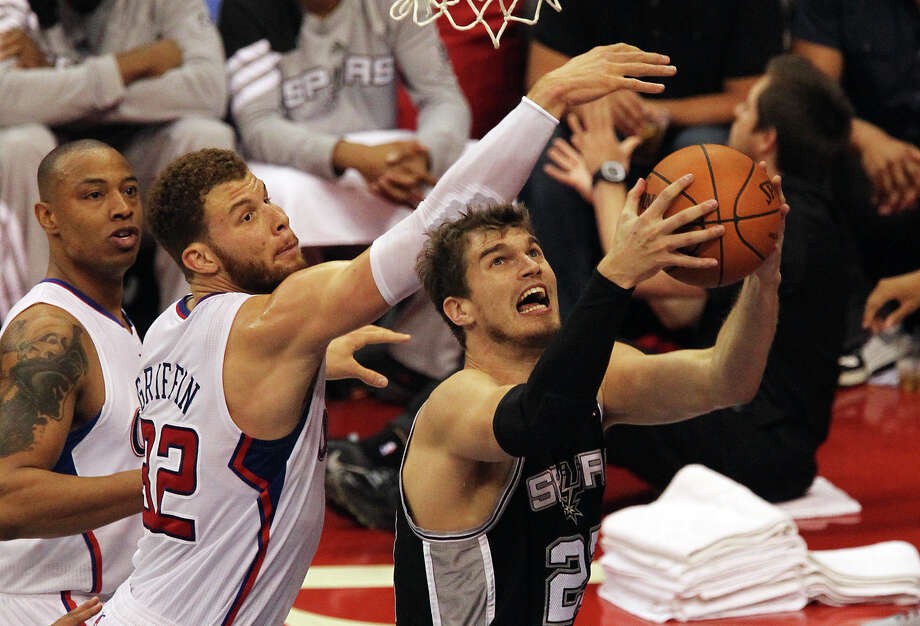 Spurs' Tiago Splitter (22) goes up for a shot against the Los Angeles Clippers' Blake Griffin (32) in the first half of game four of the Western Conference semifinals at the Staples Center in Los Angeles on Sunday, May 20, 2012. Kin Man Hui/Express-News Photo: Kin Man Hui, SAN ANTONIO EXPRESS-NEWS / San Antonio Express-News