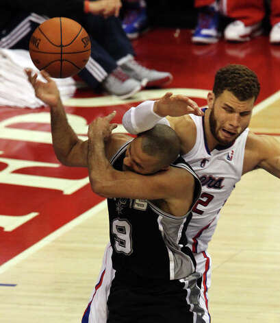 Spurs' Tony Parker (09) gets hammered by Los Angeles Clippers' Blake Griffin (32) in the second half of game four of the Western Conference semifinals at the Staples Center in Los Angeles on Sunday, May 20, 2012. Kin Man Hui/Express-News Photo: Kin Man Hui, SAN ANTONIO EXPRESS-NEWS / San Antonio Express-News