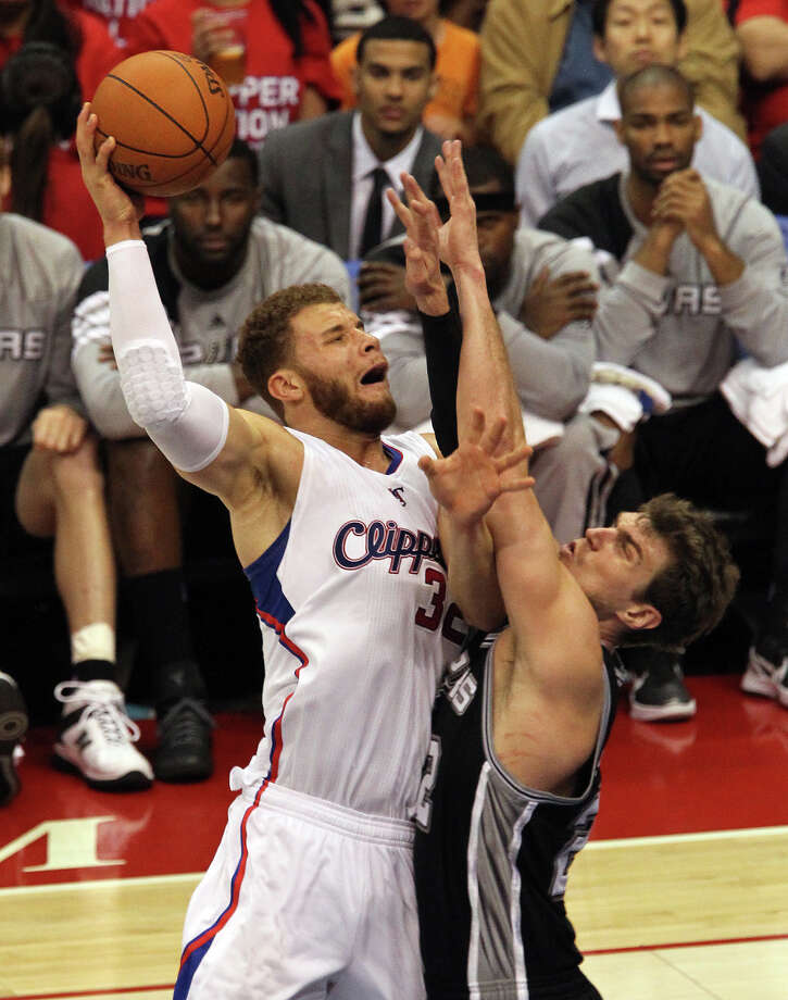 Spurs' Tiago Splitter (22) attempts to defend against the Los Angeles Clippers' Blake Griffin (32) in the second half of game four of the Western Conference semifinals at the Staples Center in Los Angeles on Sunday, May 20, 2012. Kin Man Hui/Express-News Photo: Kin Man Hui, SAN ANTONIO EXPRESS-NEWS / San Antonio Express-News
