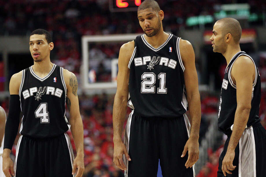 San Antonio Spurs' Danny Green (04), Tim Duncan (21) and Tony Parker (09) wait for the game to resume against the Los Angeles Clippers in the third quarter of game four of the Western Conference semifinals at Staples Center in Los Angeles, Sunday, May 20, 2012.  Jerry Lara/San Antonio Express-News Photo: Jerry Lara, San Antonio Express-News / © San Antonio Express-News