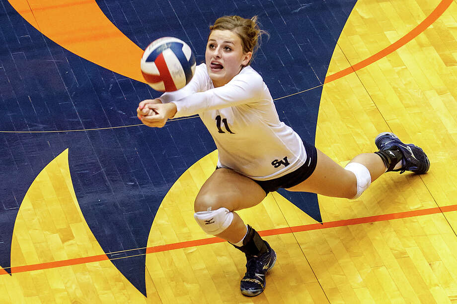 Smithson Valley's Emioy Medlin stretches to dig a ball during their Class 5A third round volleyball match with Reagan at the UTSA Convocation Center on Nov. 6, 2012.  Smithson Valley won the match in three straight sets: 25-23, 25-21 and 25-19.  MARVIN PFEIFFER/ mpfeiffer@express-news.net Photo: MARVIN PFEIFFER, Express-News / Express-News 2012