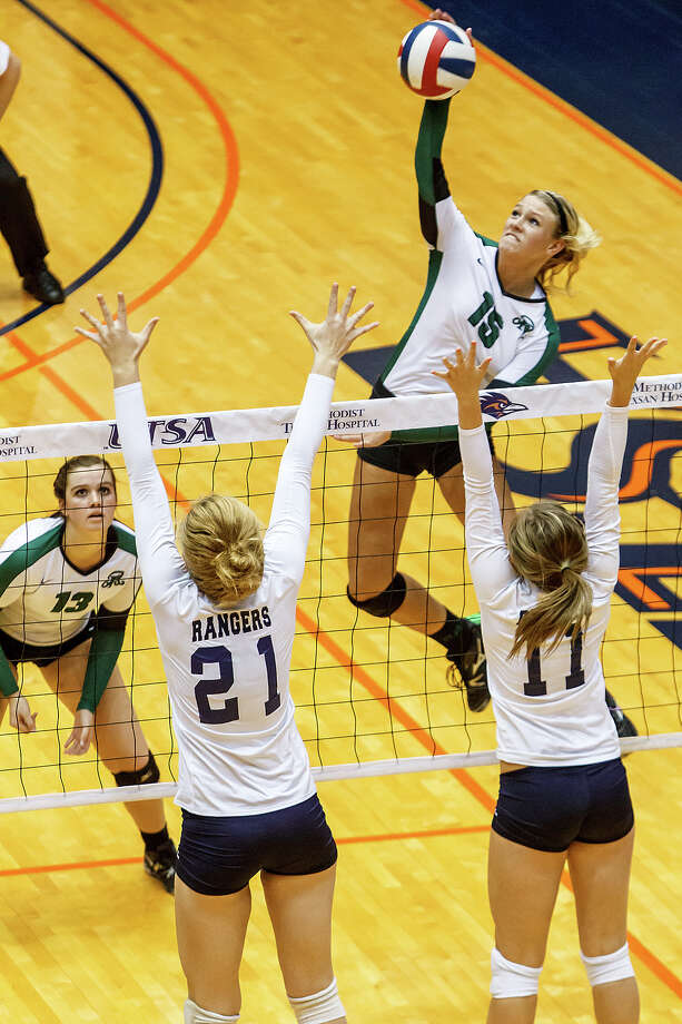 Reagan's Brooke Sassin (top right) goes up for a shot over Smithson Valley's Emily Medlin (right) and McKinlee Boss as Payton Reed looks on during their Class 5A third round volleyball match at the UTSA Convocation Center on Nov. 6, 2012.  Smithson Valley won the match in three straight sets: 25-23, 25-21 and 25-19.  MARVIN PFEIFFER/ mpfeiffer@express-news.net Photo: MARVIN PFEIFFER, Express-News / Express-News 2012