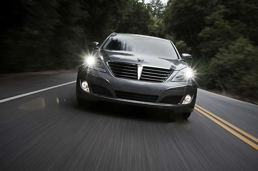 The Hyundia Equus already fits in surprisingly well among prestigious luxury-car company.