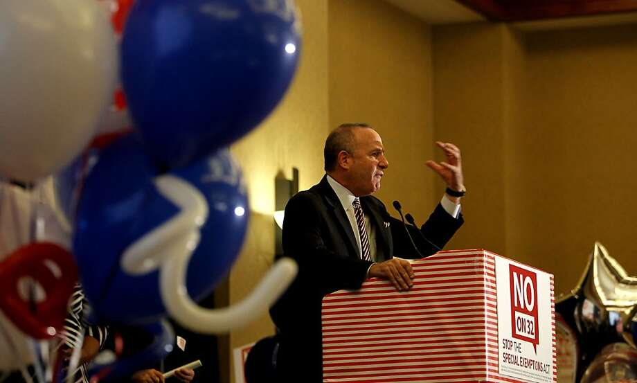 "California State Senate President Pro Tempore Darrell Steinberg, joins supporters of  the ""Yes on 30"" and ""No on 32""  campaigns as they gather at the Sheraton Grand hotel in downtown in Sacramento, Calif., on Tuesday Nov. 6, 2012, to watch election night returns. Photo: Michael Macor, The Chronicle"