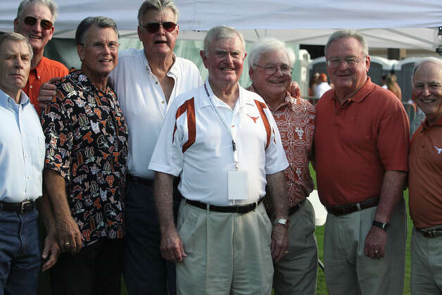 SPORTS Darrell Royal stops to have his picture made with a group of UT exes before the start of the TCU game in Austin Saturday. September 8, 2007 Tom Reel/Staff Photo: TOM REEL, SAN ANTONIO EXPRESS-NEWS / SAN ANTONIO EXPRESS-NEWS
