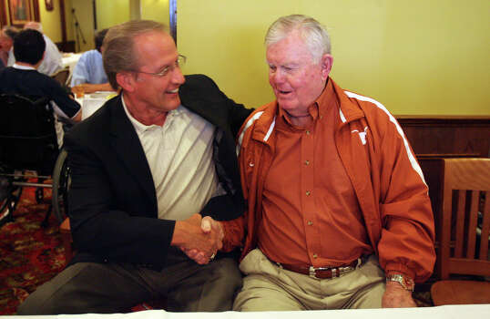 Former Texas Longhorn quarterback James Street meets up with legendary Texas Longhorn coach Darrell Royal (right) at the San Antonio Quarterback Club at Earl Abel's Restaurant on Monday June 15, 2009. JOHN DAVENPORT/jdavenport@express-news.net Photo: JOHN DAVENPORT, SAN ANTONIO EXPRESS-NEWS / jdavenport@express-news.net