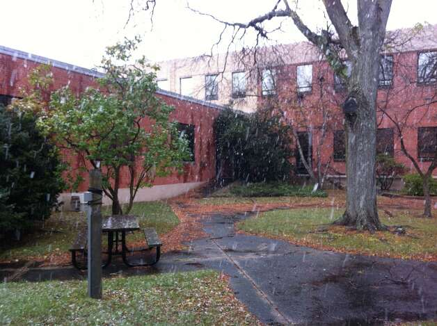 Snow falls at Riverbend Drive South in Stamford on Wednesday, November 7, 2012. Photo: Brett Mickelson / Brett Mickelson
