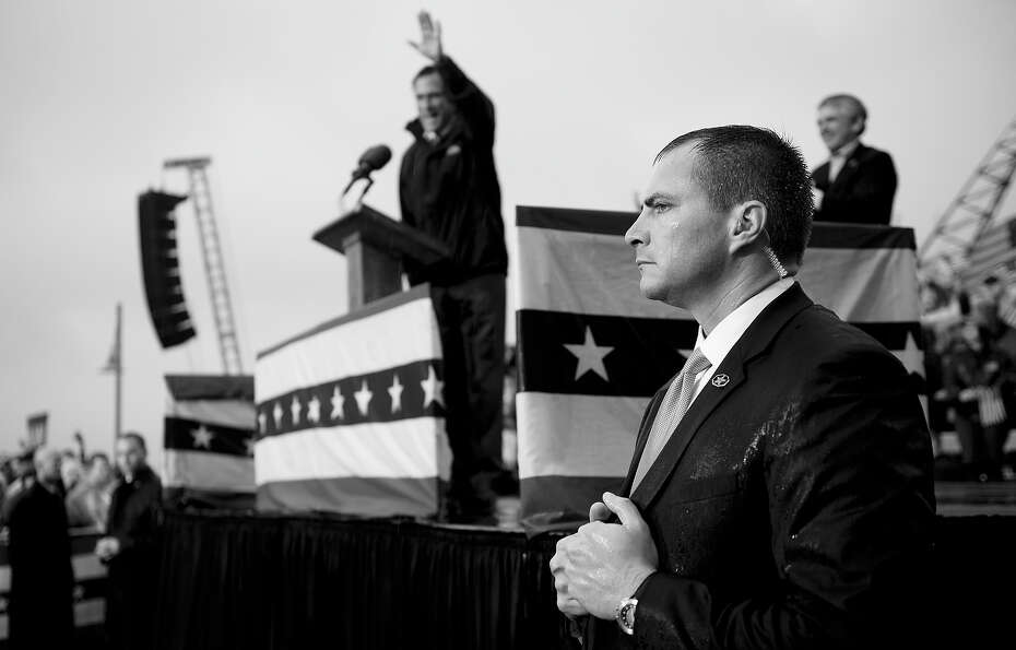 BLACK AND WHITE VERSION - A US Secret Service agent stands in the rain as Republican presidential ca