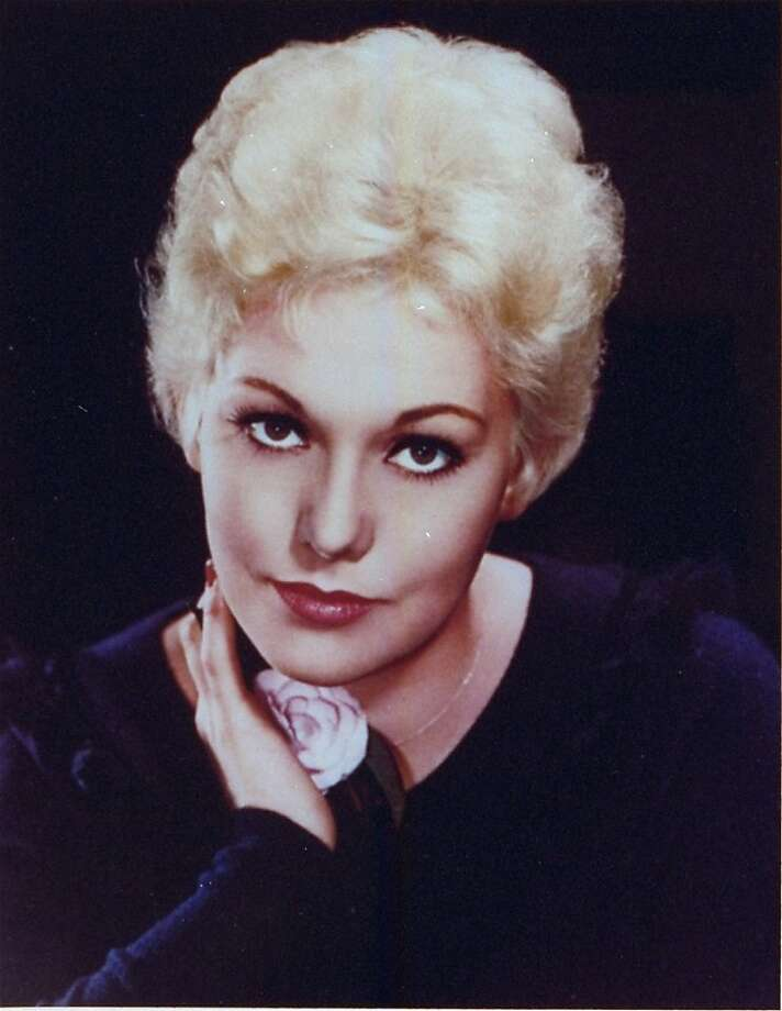 Kim Novak found no cameramen or autograph seekers at Hanno's. Photo: Columbia, Associated Press